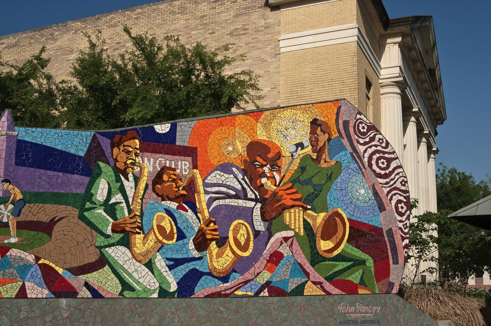 The best street art and graffiti to see in austin for Daniel johnston mural austin