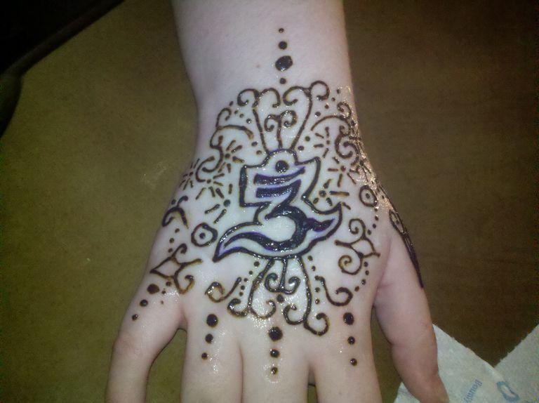 Temporary henna tattoo design of an Om symbol.
