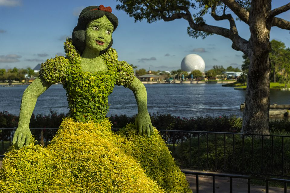 Snow White Topiary at Epcot International Flower and Garden Show
