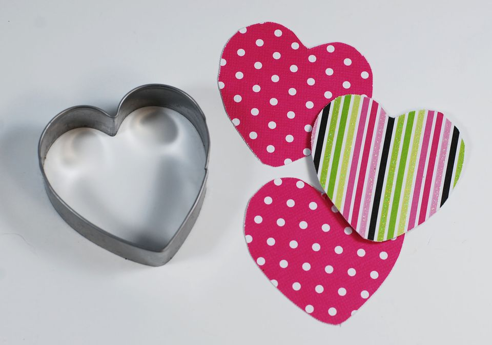 """heart shaped paper I love projects that make me smile and think """"why didn't i think of that"""" this fun heart-shaped paper clip project from jessica jones at how about orange is so easy it's almost impossible to resist making a few of these at your desk right now all you need is a paperclip and your fingers- because you're just a few bends away from a."""