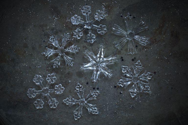 You can grow borax crystals on a star shape to form borax crystal stars.
