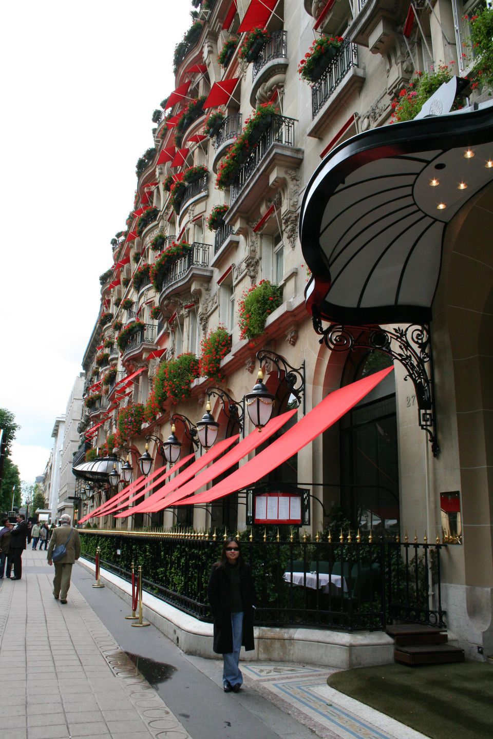 HOTEL PLAZA ATHENEE 25 av. Montaigne, Paris 75008, France