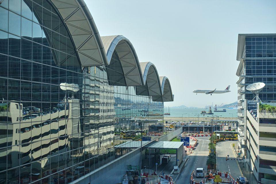 Airplane landing at HKIA