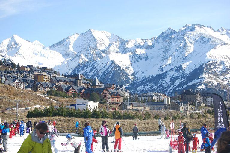 skiing in Spain
