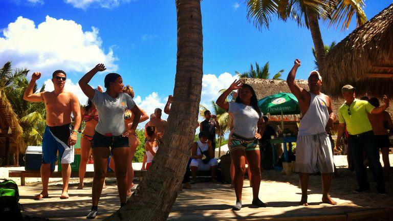Bailando bachata en La Isla Santa Catalina