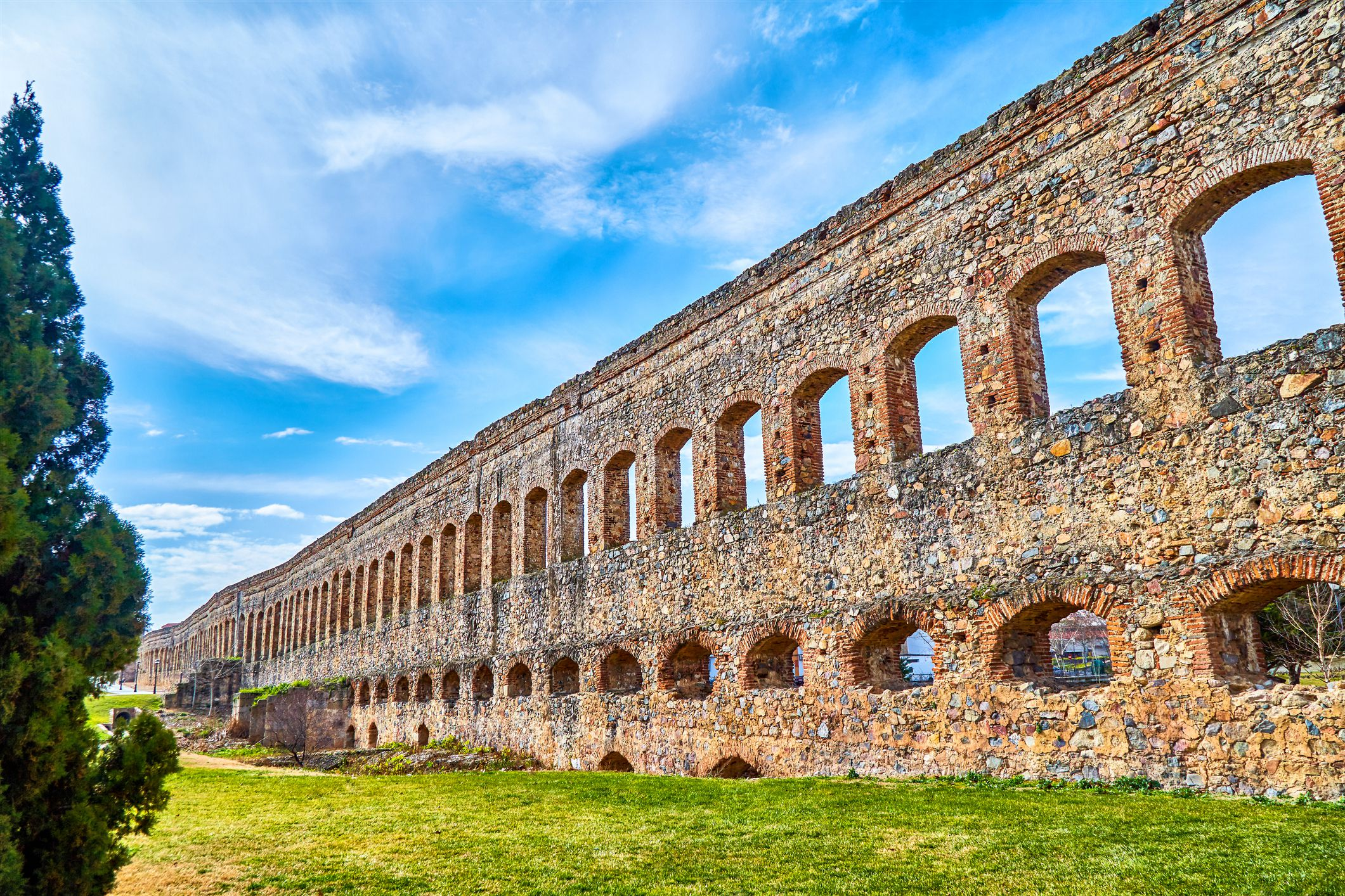 roman aqueducts In the early second century, the emperor trajan completed a great restoration of the existing roman city aqueducts and ordered the building of a completely new aqueduct, inaugurated in ad 109, to which he gave his name.