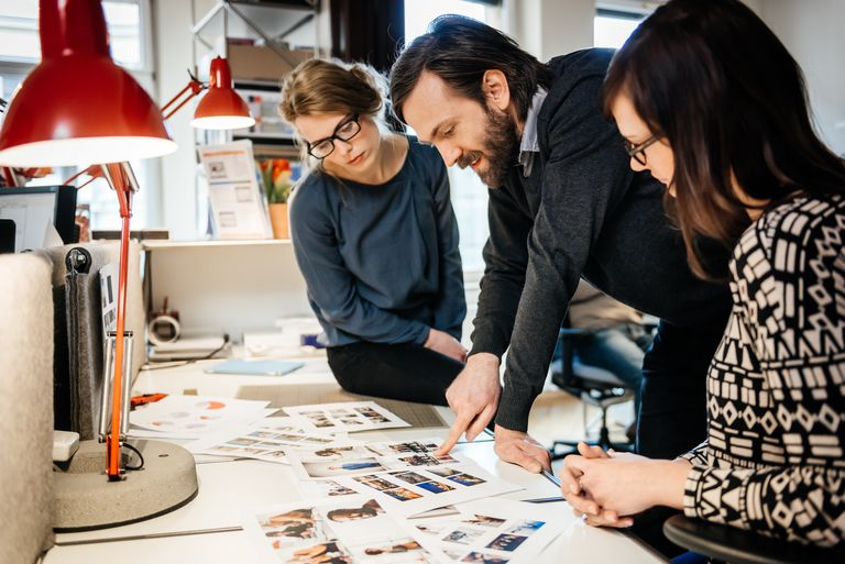 Art director and graphic talking about Layout