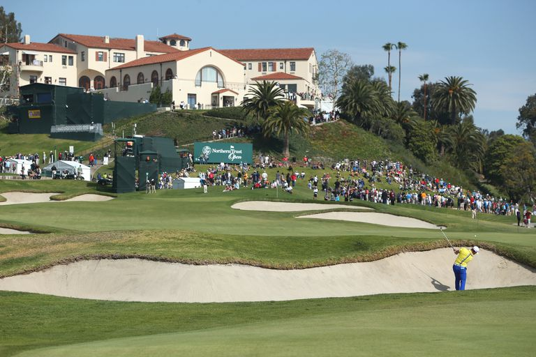 Riviera Country Club 9th green and clubhouse