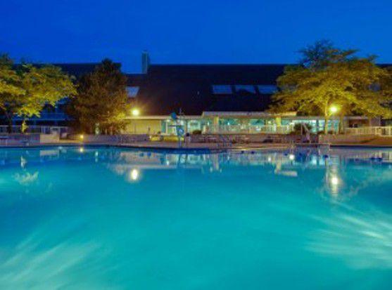 MaumeeBayLodge_pool_Ohio.jpg