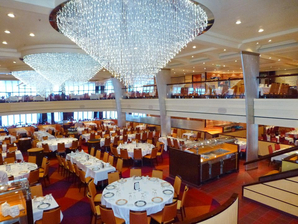 Carnival breeze dining room