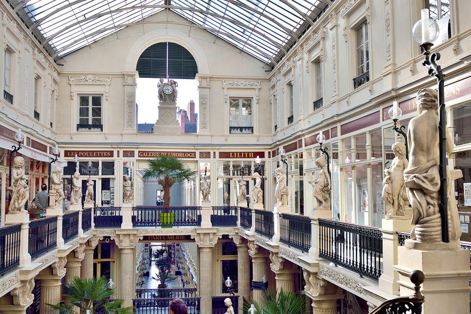 Nantes, Pommeraye passage.