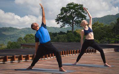 how to do lizard yoga pose utthan pristhasana