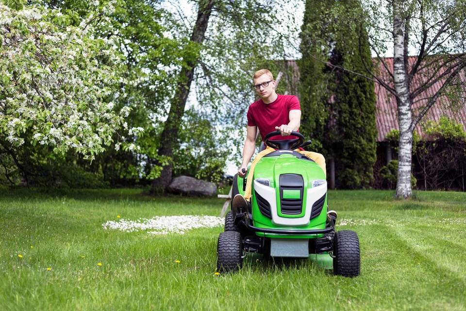 The 6 Best Riding Lawn Mowers To Buy In 2018