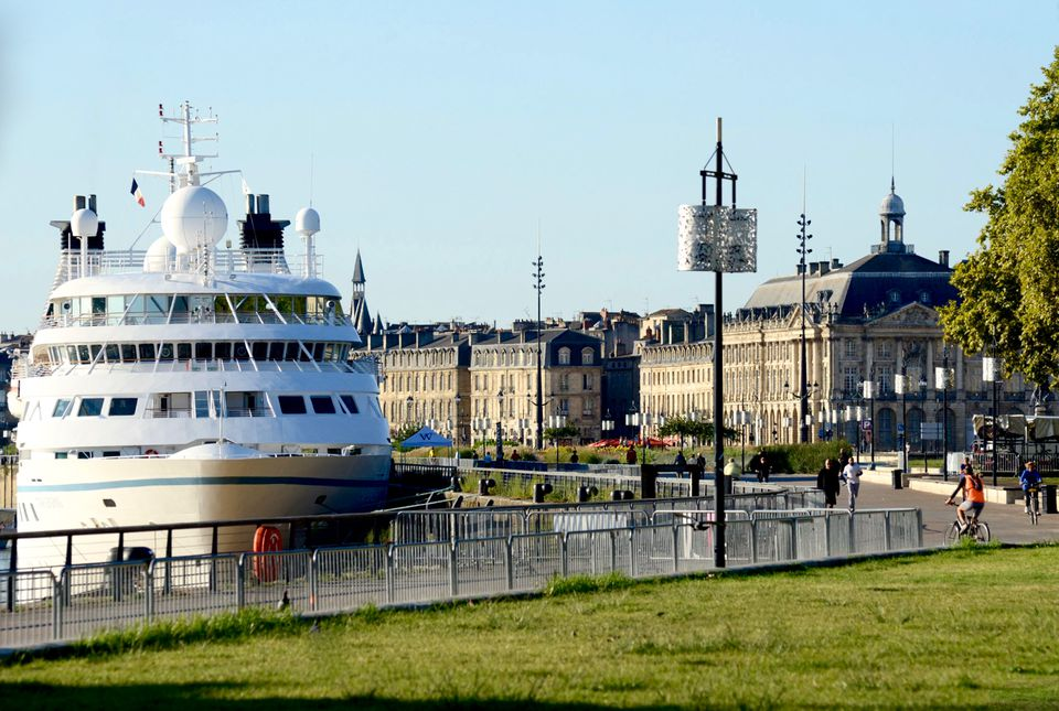 Windstar cruise ship in Bordeaux wine country in France