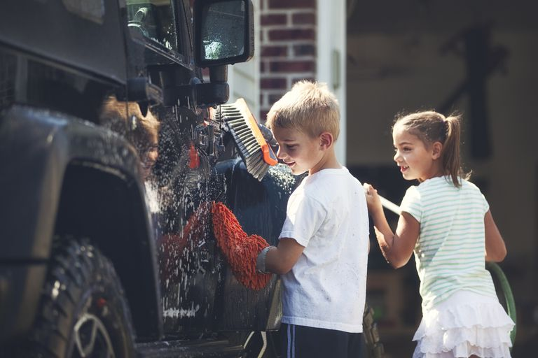 kids washing jeep