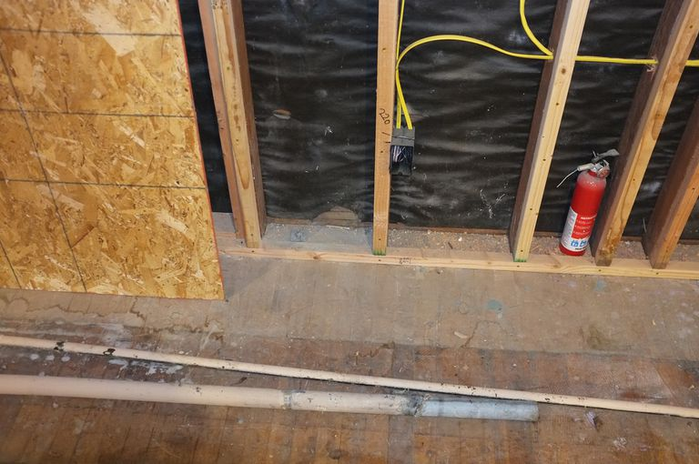Avoid Electrical Problems During Remodeling – Interior Wall Surface Wiring