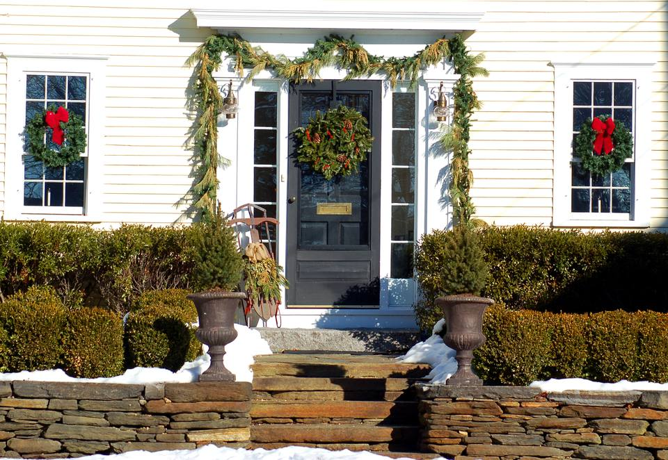Picture for those who prefer outdoor Christmas decorations with greenery. Garland, etc. used.