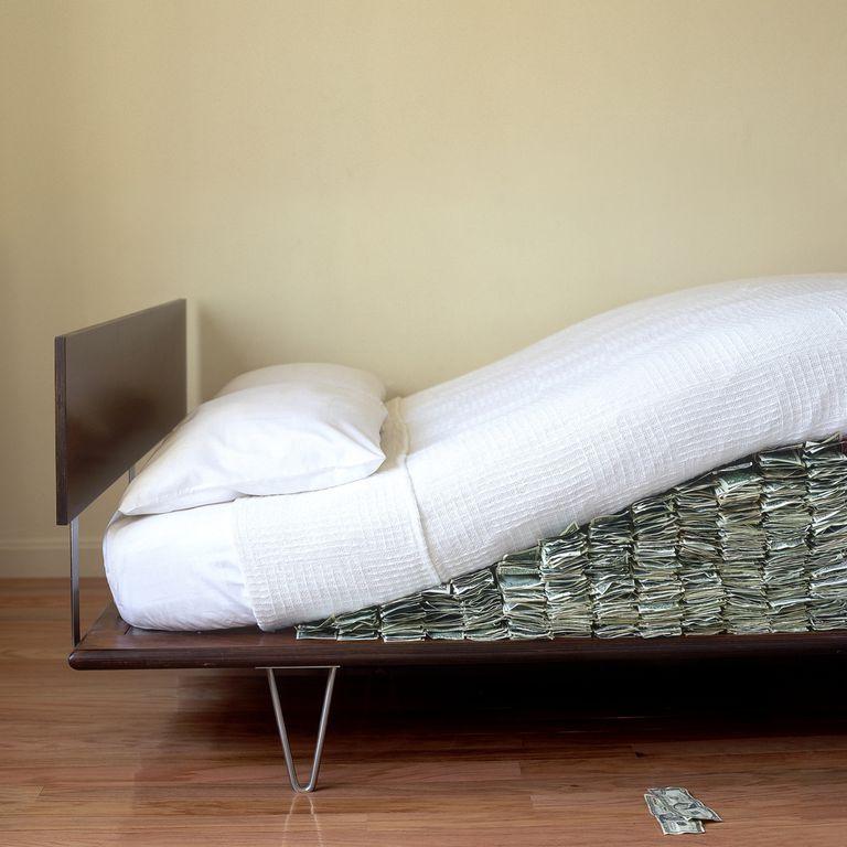money-under-mattress.jpg