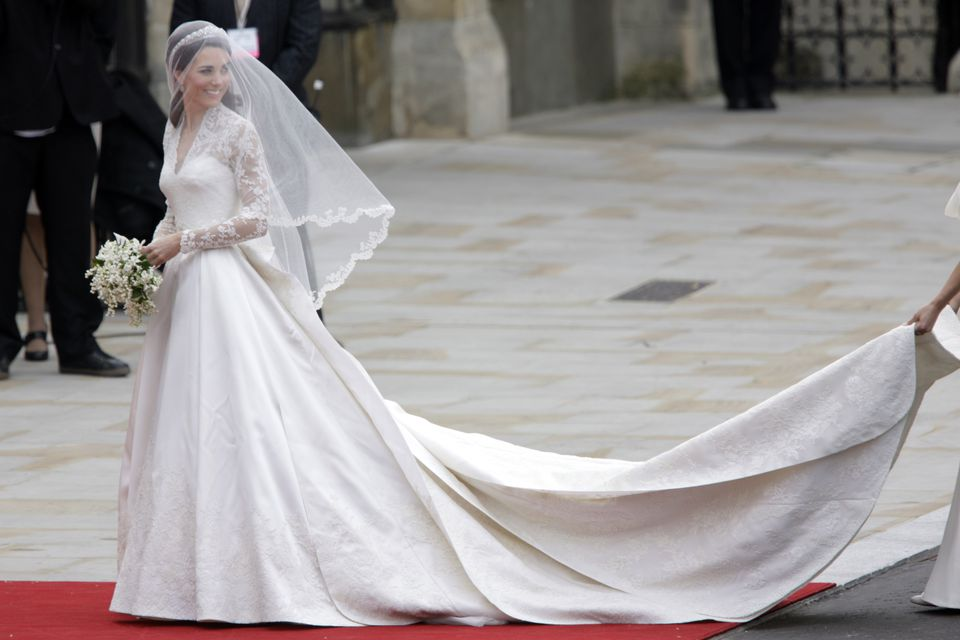 Prince william and kate middleton 39 s wedding photos for Princess catherine wedding dress
