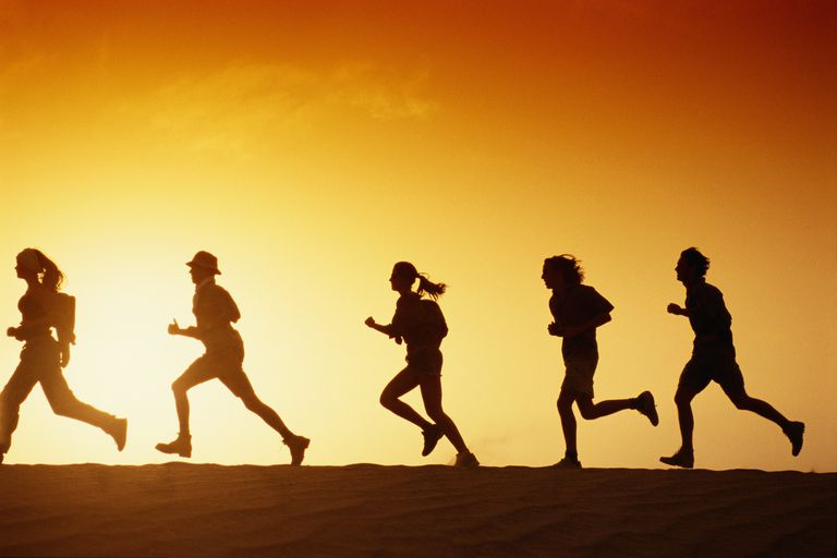 People-running-in-desert-at-dusk-side-view-David-De-Lossy.jpg
