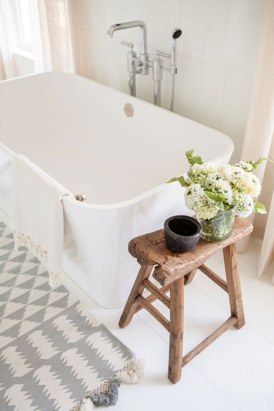 16 Modern Farmhouse Bathrooms