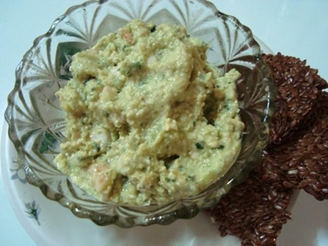 Raw zucchini hummus, served with raw flax crackers for dipping