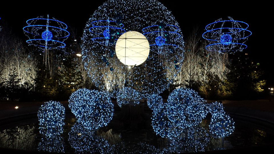 festive activity 1 see gorgeous holiday lights and displays - Christmas Sphere Lights