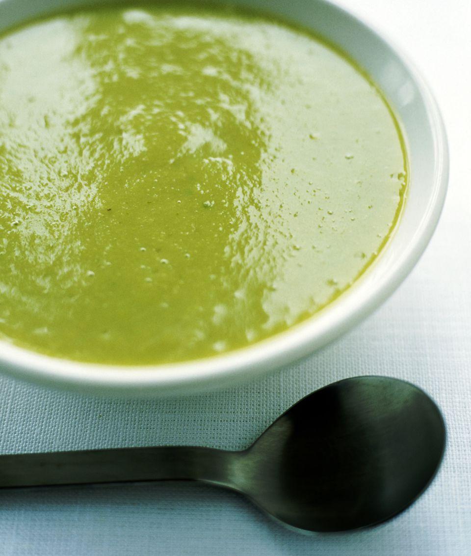 Fat-free and vegan pureed split pea soup