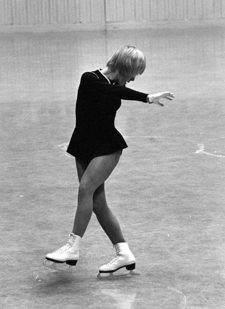 Janet Lynn skating