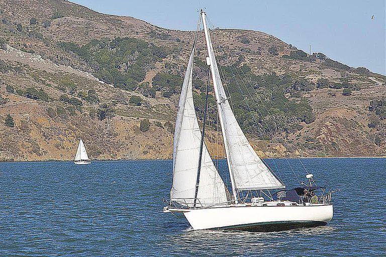 Sailboat on San Francisco Bay, San Francisco, California, USA