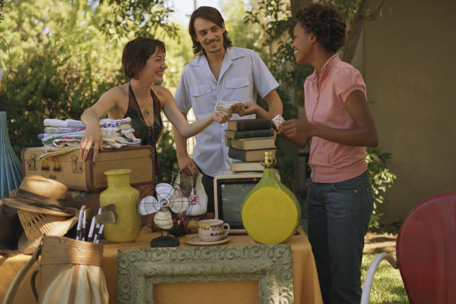 How to Haggle at Flea Markets, Yard Sales, and More