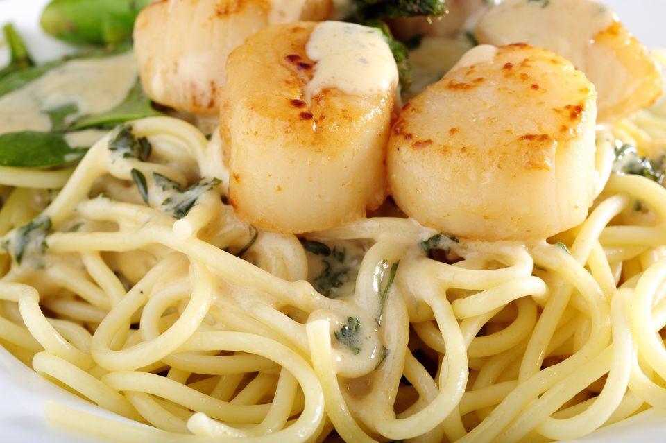 Spaghetti With Scallops and Cream Sauce