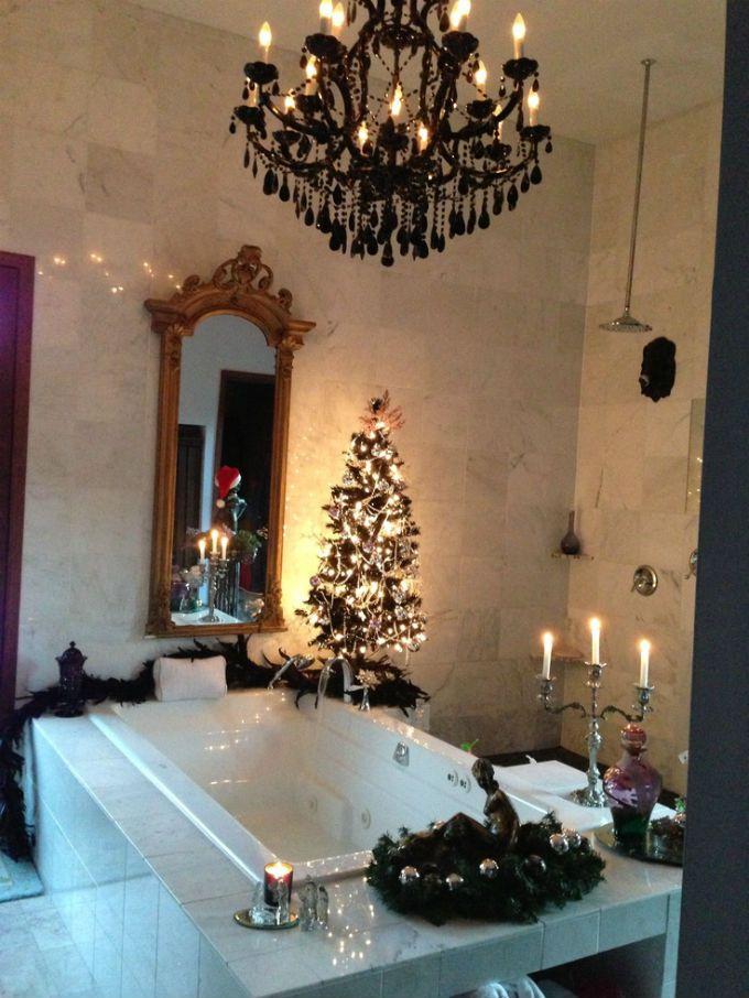 cheerful christmas-themed bathroom decor ideas