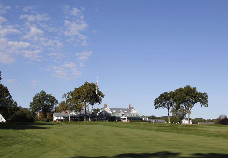 Oakmont Country Club 1st hole and clubhouse