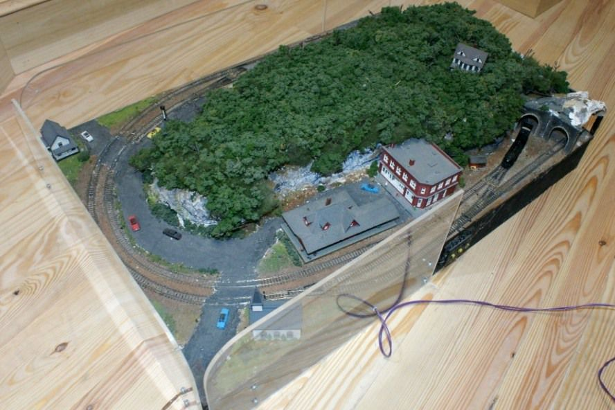 Model train track curves and how to use them - Ho train layouts for small spaces image ...