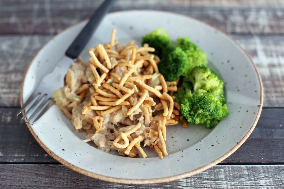 chopstick tuna with chow mein noodles