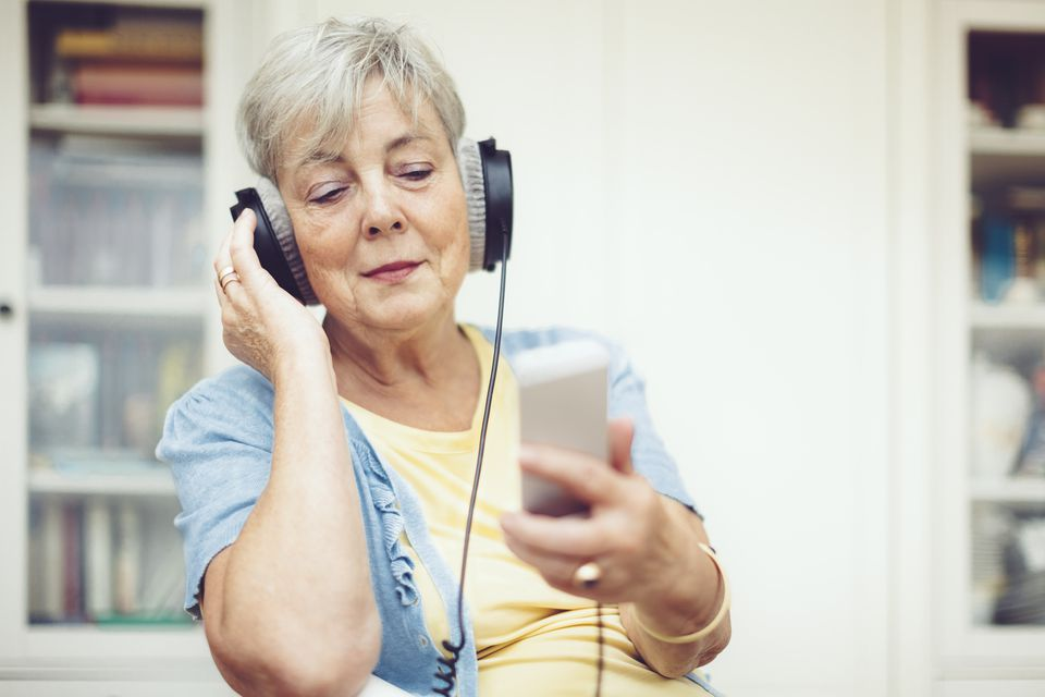 Seniors can use smartphones and computers to learn a foreign language