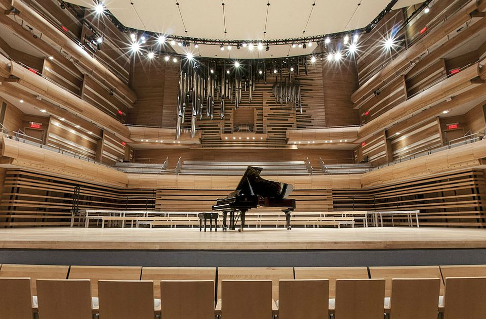 Classical music in Montreal: discover the city's best concerts, festivals and symphony orchestras.