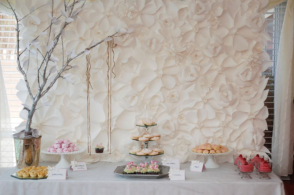Diys to personalize your wedding diy floral wedding backdrop solutioingenieria Image collections