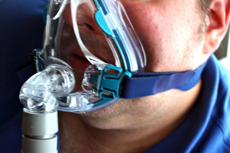 A full-face CPAP mask can cause marks, skin rashes, and leak and be helped by Silent Night mask liners