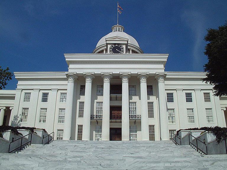 Steps of the Alabama Statehouse