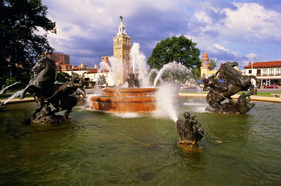 USA,Missouri,Kansas City,Country Club Plaza,view of fountains