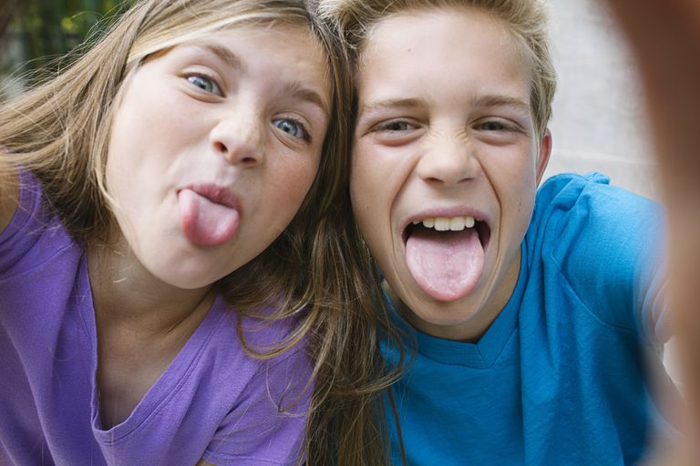 rude behavior - kids sticking out their tongues