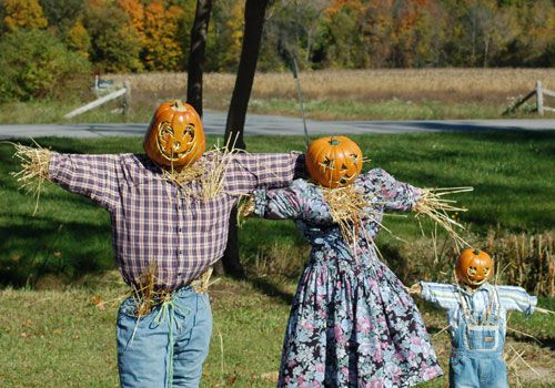 Image: family of scarecrows. Image shows daddy, mommy and kid scarecrows.