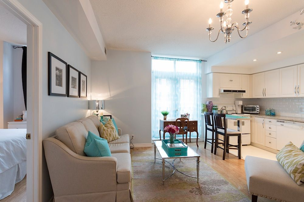 Charming Bachelorette Pad in the Heart of Downtown Toronto