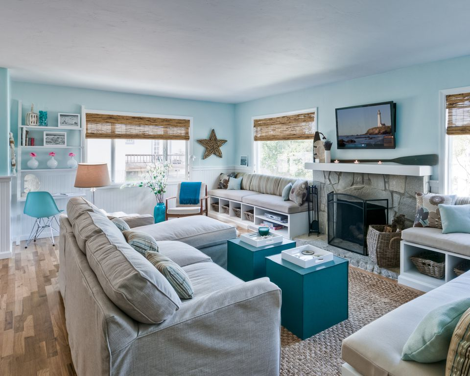 Blue beach style living room 20 Beautiful Beach House Living Room Ideas