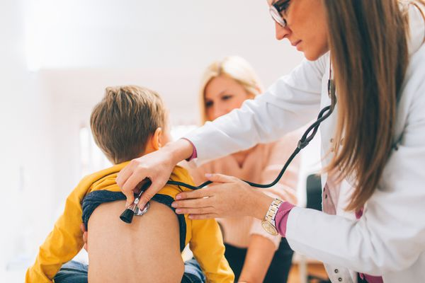 kid at doctor with mom