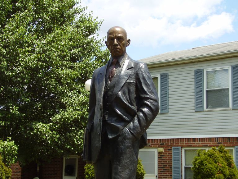 Statue of Carter G. Woodson