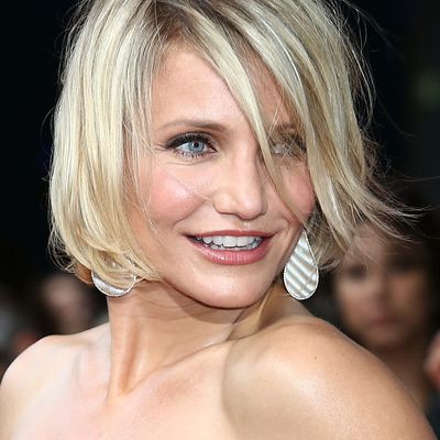 16 Flattering Short Hairstyles for Round Face Shapes - photo #18