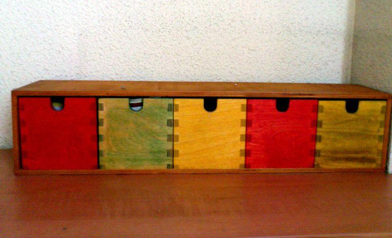 Gu a acabados de muebles de madera para imprimir for Pintar mueble barnizado